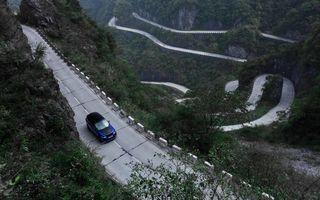 Un Range Rover Sport SVR a fost mai rapid decât un Ferrari 458 Italia: puțin sub 10 minute pentru un traseu de 11 kilometri cu 99 de viraje