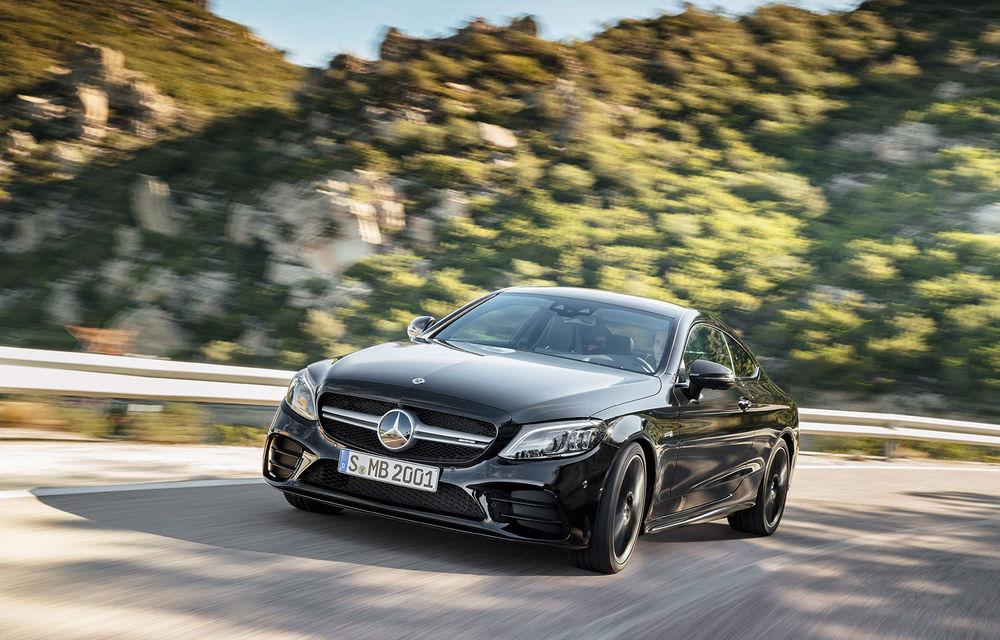 Mercedes-Benz Clasa C Coupe și Clasa C Cabrio facelift: modificări exterioare minore, sistem micro-hibrid și versiuni AMG cu 390 CP - Poza 1