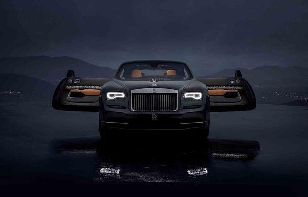 Rolls-Royce lansează ediția specială Wraith Luminary: 55 de unități cu plafon cu stele căzătoare și accesorii acoperite cu țesătură din oțel - Poza 1