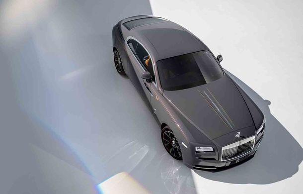 Rolls-Royce lansează ediția specială Wraith Luminary: 55 de unități cu plafon cu stele căzătoare și accesorii acoperite cu țesătură din oțel - Poza 2