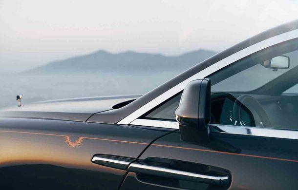 Rolls-Royce lansează ediția specială Wraith Luminary: 55 de unități cu plafon cu stele căzătoare și accesorii acoperite cu țesătură din oțel - Poza 4