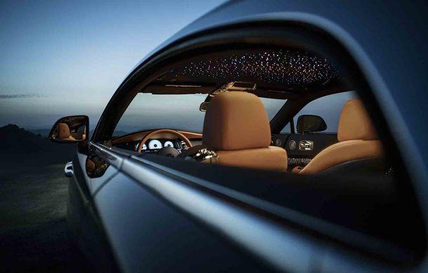 Rolls-Royce lansează ediția specială Wraith Luminary: 55 de unități cu plafon cu stele căzătoare și accesorii acoperite cu țesătură din oțel - Poza 6