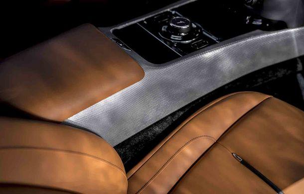Rolls-Royce lansează ediția specială Wraith Luminary: 55 de unități cu plafon cu stele căzătoare și accesorii acoperite cu țesătură din oțel - Poza 10