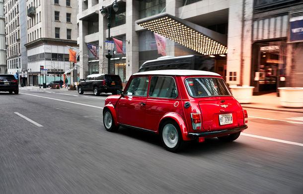 Arc peste timp: un Mini clasic a fost transformat într-un vehicul 100% electric - Poza 19
