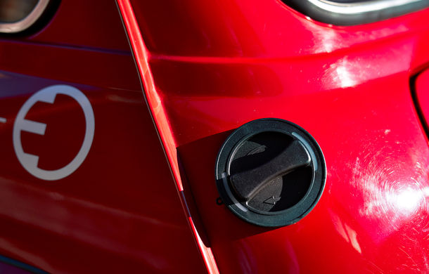 Arc peste timp: un Mini clasic a fost transformat într-un vehicul 100% electric - Poza 26