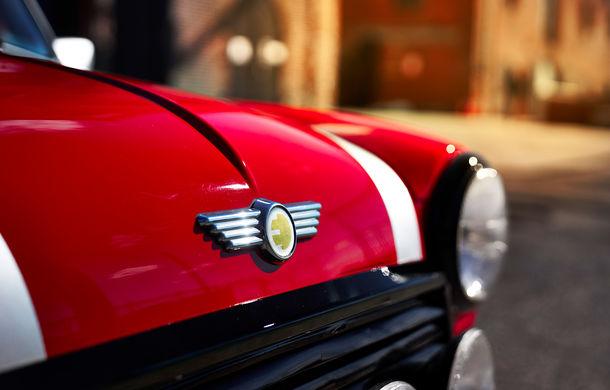 Arc peste timp: un Mini clasic a fost transformat într-un vehicul 100% electric - Poza 24