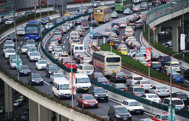 China ridică restricțiile pentru constructorii străini: Mercedes, Audi sau BMW vor putea să se dezvolte fără obligații față de companiile locale - Poza 1