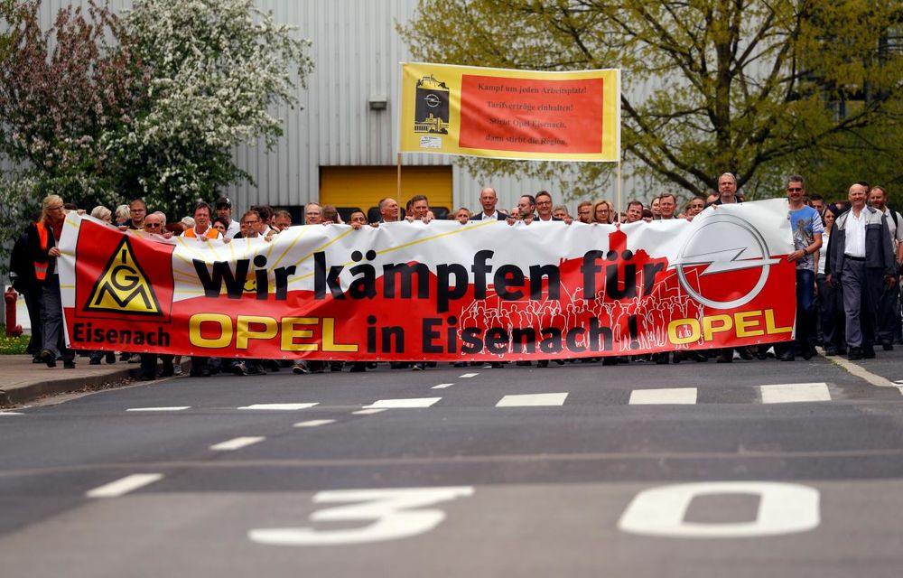 Una caldă, alta rece: Francezii de la PSA s-au înțeles cu angajații Vauxhall, dar se confruntă cu protestele Opel în Germania - Poza 1