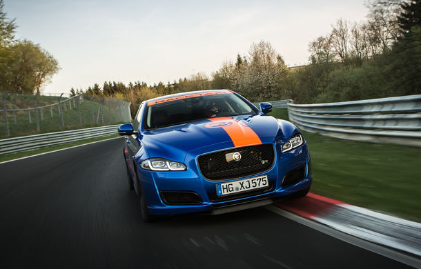 Alege să urci într-un Ring Taxi Jaguar: F-Type SVR și XJR575 au fiecare câte 575 CP și sunt gata să-ți ofere experiențe unice pe Nurburgring - Poza 4