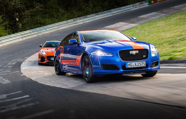 Alege să urci într-un Ring Taxi Jaguar: F-Type SVR și XJR575 au fiecare câte 575 CP și sunt gata să-ți ofere experiențe unice pe Nurburgring - Poza 1