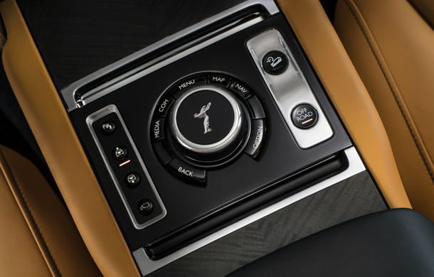 Rolls-Royce Cullinan, prima imagine din interior: SUV-ul producătorului britanic oferă un mod special pentru ieșirile în off-road - Poza 1