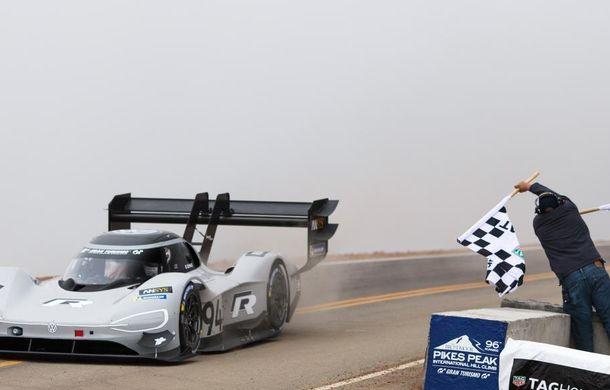 Record doborât: prototipul electric Volkswagen ID R a depășit cu 16 secunde timpul istoric de referință pe urcarea de la Pikes Peak - Poza 8