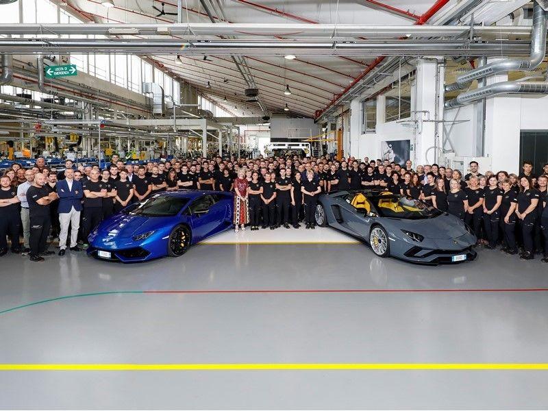 Lamborghini continuă sărbătoarea: producție de 8.000 de unități pentru Aventador și 11.000 de exemplare pentru Huracan - Poza 1