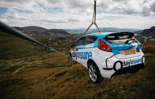 Campanie de promovare dusă la extrem: un Ford Fiesta pregătit pentru raliuri coboară pe tiroliană în Țara Galilor - Poza 2