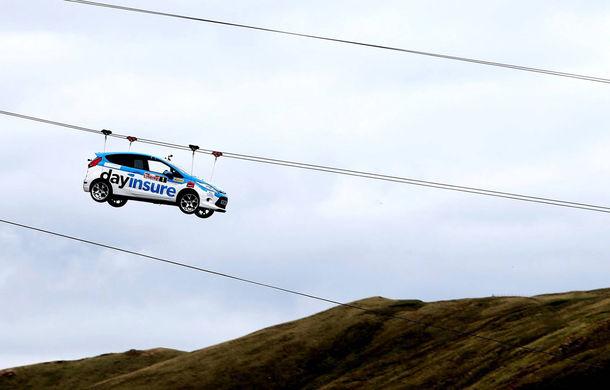 Campanie de promovare dusă la extrem: un Ford Fiesta pregătit pentru raliuri coboară pe tiroliană în Țara Galilor - Poza 4