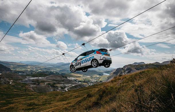 Campanie de promovare dusă la extrem: un Ford Fiesta pregătit pentru raliuri coboară pe tiroliană în Țara Galilor - Poza 5