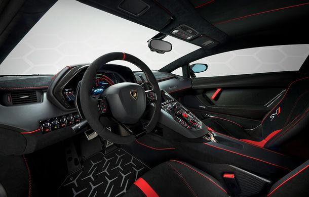 Lamborghini Aventador SVJ, imagini și detalii oficiale: supercar-ul italienilor are direcție integrală, 770 CP și o viteză maximă de peste 350 km/h - Poza 19