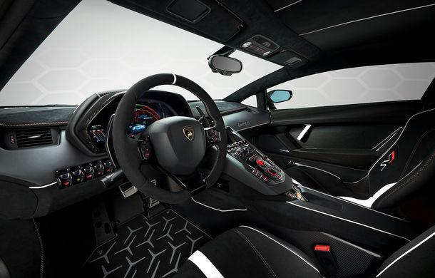 Lamborghini Aventador SVJ, imagini și detalii oficiale: supercar-ul italienilor are direcție integrală, 770 CP și o viteză maximă de peste 350 km/h - Poza 20