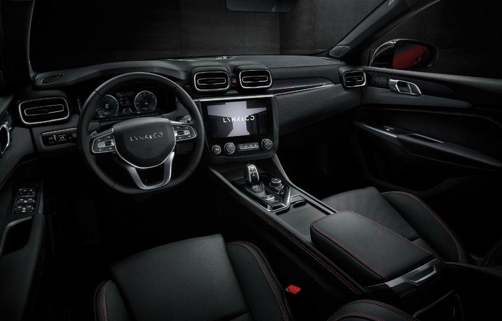 Primul sedan al chinezilor de la Lynk&Co, dezvăluit complet: interior modern, platformă Volvo și versiune hibridă - Poza 12