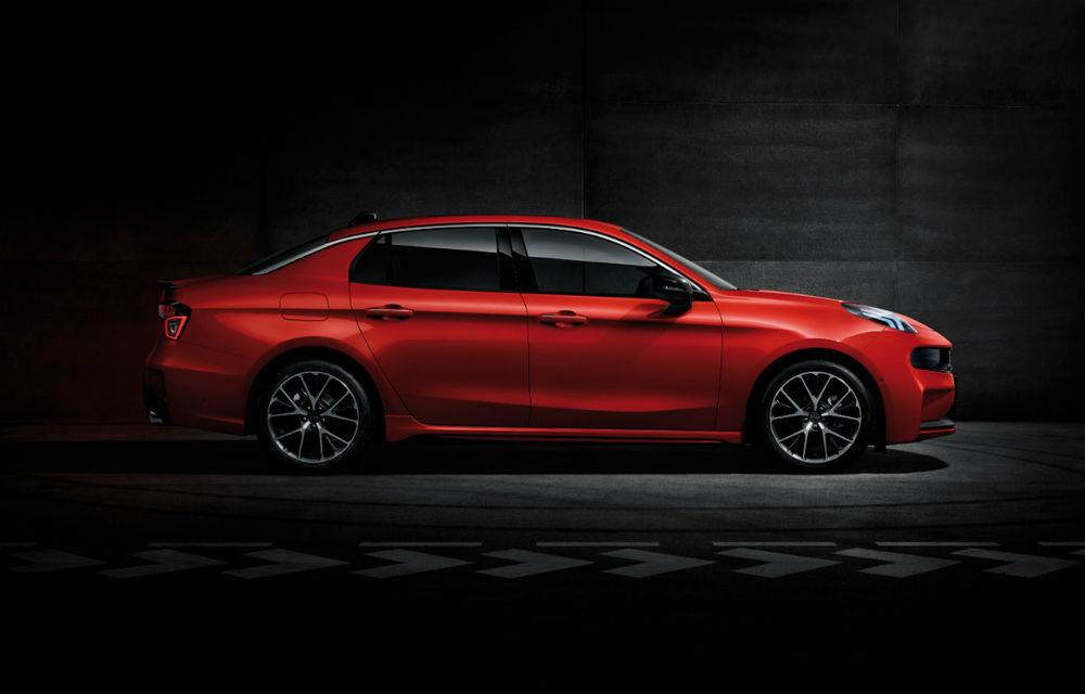 Primul sedan al chinezilor de la Lynk&Co, dezvăluit complet: interior modern, platformă Volvo și versiune hibridă - Poza 8