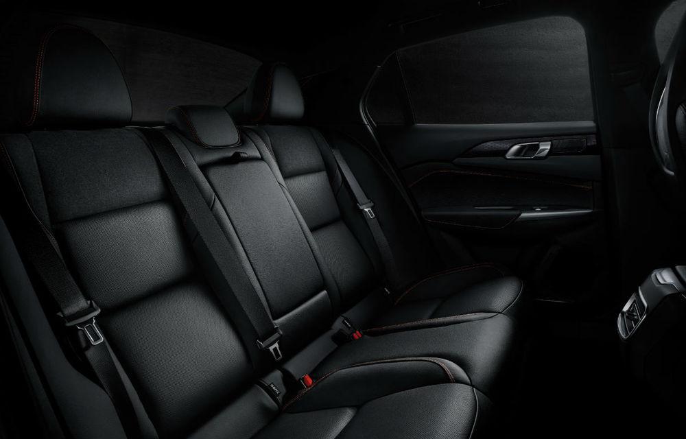 Primul sedan al chinezilor de la Lynk&Co, dezvăluit complet: interior modern, platformă Volvo și versiune hibridă - Poza 11