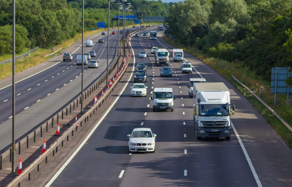 Controale pentru siguranța în trafic: șoferii britanici își pierd permisul dacă nu pot să citească o plăcuță de înmatriculare de la o distanță de 20 de metri - Poza 1