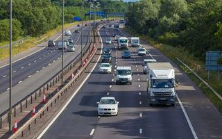 Controale pentru siguranța în trafic: șoferii britanici își pierd permisul dacă nu pot să citească o plăcuță de înmatriculare de la o distanță de 20 de metri