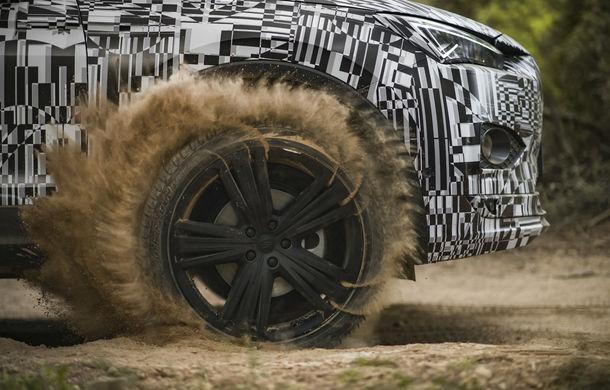 Seat Tarraco, testat sub camuflaj în off-road: SUV-ul cu 7 locuri va avea un sistem de protecție în cazul răsturnărilor - Poza 2