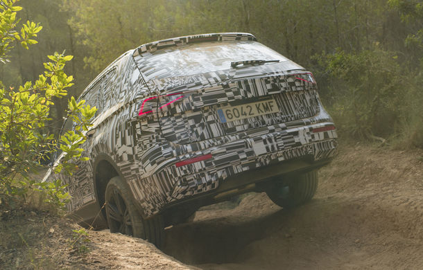 Seat Tarraco, testat sub camuflaj în off-road: SUV-ul cu 7 locuri va avea un sistem de protecție în cazul răsturnărilor - Poza 5