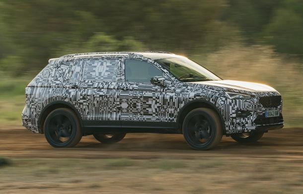 Seat Tarraco, testat sub camuflaj în off-road: SUV-ul cu 7 locuri va avea un sistem de protecție în cazul răsturnărilor - Poza 1