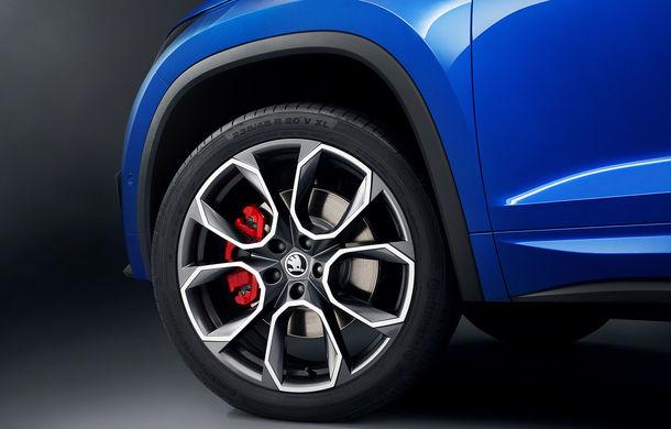 Teasere noi cu viitorul Skoda Kodiaq RS: jante de 20 de inch pentru SUV-ul cu motor diesel de 240 CP - Poza 1