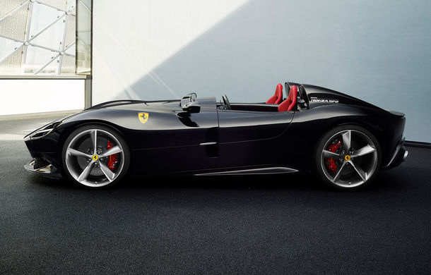 """Ferrari a prezentat noile Monza SP1 și SP2: modelele fac parte din noua serie """"Icona"""" și vin cu cel mai puternic V12 din istoria companiei - Poza 11"""