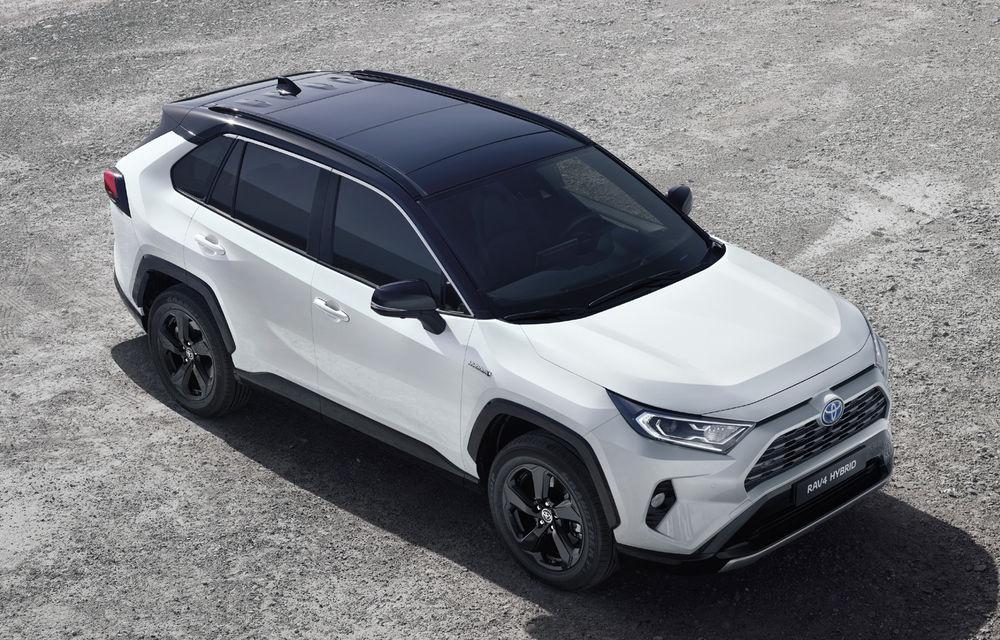 Toyota RAV4 Hybrid a sosit în Europa: motor pe benzină de 2.5 litri și 222 de cai putere - Poza 1