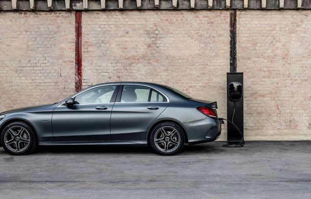 Detalii despre versiunea Mercedes-Benz C300de: plug-in hybrid diesel-electric cu 306 CP și autonomie electrică de până la 57 de kilometri - Poza 23