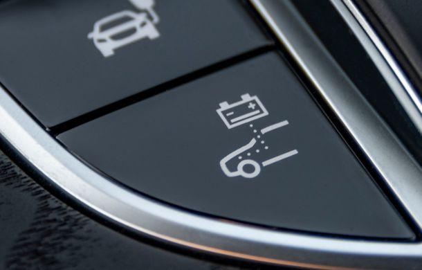 Mercedes-Benz Clasa E primește noi versiuni cu sistem hibrid de propulsie: până la 320 CP și autonomie în modul electric de 54 de kilometri - Poza 31