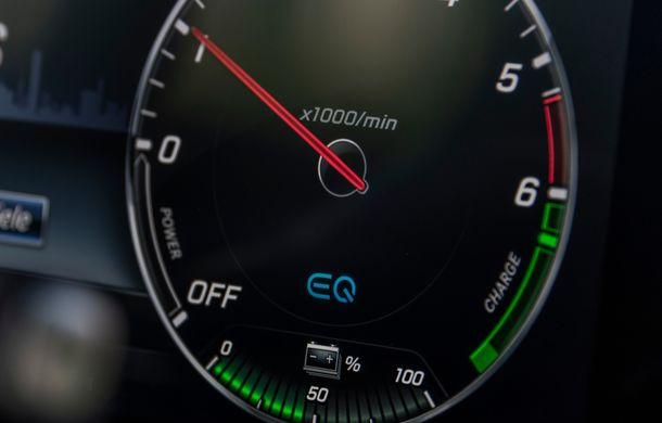 Mercedes-Benz Clasa E primește noi versiuni cu sistem hibrid de propulsie: până la 320 CP și autonomie în modul electric de 54 de kilometri - Poza 32