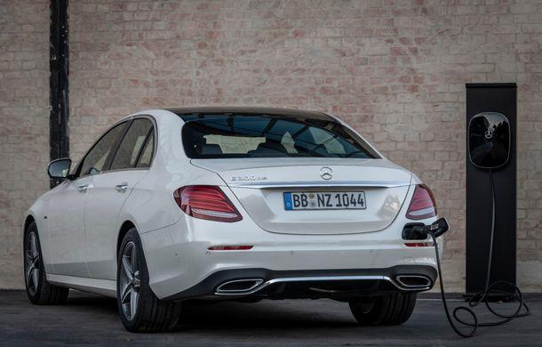 Mercedes-Benz Clasa E primește noi versiuni cu sistem hibrid de propulsie: până la 320 CP și autonomie în modul electric de 54 de kilometri - Poza 21