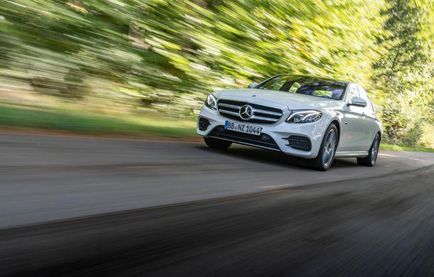 Mercedes-Benz Clasa E primește noi versiuni cu sistem hibrid de propulsie: până la 320 CP și autonomie în modul electric de 54 de kilometri - Poza 15