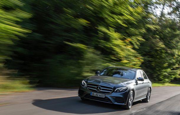 Mercedes-Benz Clasa E primește noi versiuni cu sistem hibrid de propulsie: până la 320 CP și autonomie în modul electric de 54 de kilometri - Poza 4