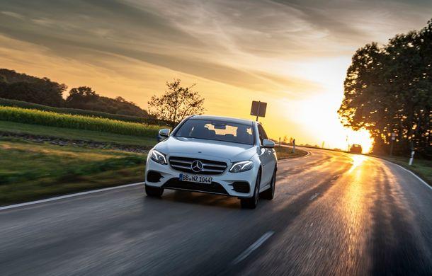 Mercedes-Benz Clasa E primește noi versiuni cu sistem hibrid de propulsie: până la 320 CP și autonomie în modul electric de 54 de kilometri - Poza 18