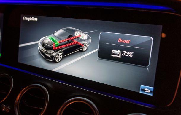 Mercedes-Benz Clasa E primește noi versiuni cu sistem hibrid de propulsie: până la 320 CP și autonomie în modul electric de 54 de kilometri - Poza 13