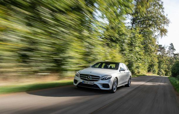 Mercedes-Benz Clasa E primește noi versiuni cu sistem hibrid de propulsie: până la 320 CP și autonomie în modul electric de 54 de kilometri - Poza 14