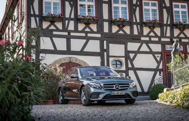 Mercedes-Benz Clasa E primește noi versiuni cu sistem hibrid de propulsie: până la 320 CP și autonomie în modul electric de 54 de kilometri - Poza 8