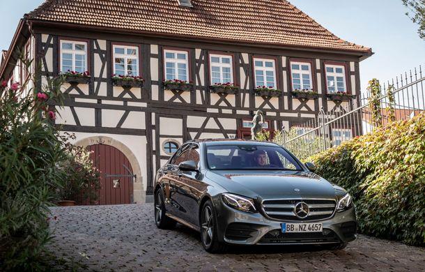 Mercedes-Benz Clasa E primește noi versiuni cu sistem hibrid de propulsie: până la 320 CP și autonomie în modul electric de 54 de kilometri - Poza 9