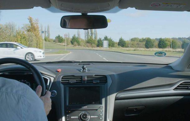 """Ford testează o nouă tehnologie pentru mașinile autonome: vehiculele """"comunică"""" între ele, iar viteza este ajustată pentru evitarea coliziunilor în intersecții - Poza 3"""