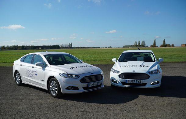 """Ford testează o nouă tehnologie pentru mașinile autonome: vehiculele """"comunică"""" între ele, iar viteza este ajustată pentru evitarea coliziunilor în intersecții - Poza 2"""