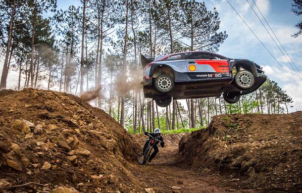 Cursă neobișnuită: un Hyundai i20 WRC și o bicicletă se întrec în inima Portugaliei - Poza 1