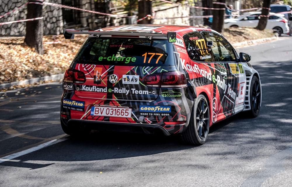 Premieră în Campionatul Național de Viteză în Coastă: un Volkswagen Golf GTI a fost transformat într-un model electric dedicat competițiilor - Poza 3