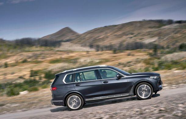 Oficial: BMW X7 se prezintă. Cel mai mare SUV din gama bavarezilor oferă 7 locuri și motorizări de până la 400 CP în Europa - Poza 21