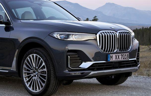 Oficial: BMW X7 se prezintă. Cel mai mare SUV din gama bavarezilor oferă 7 locuri și motorizări de până la 400 CP în Europa - Poza 27